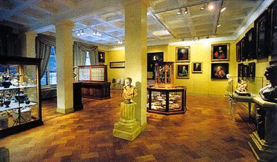 Zaal met oudheden in Meermanno.