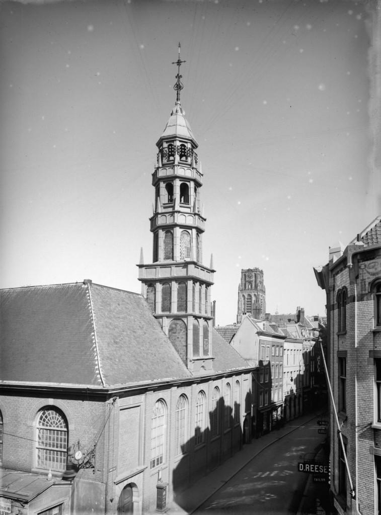 De oude Waalse Kerk in Rotterdam, aan de Hoogstraat. Gesloopt in 1922. (bron: Rijksdienst voor het Cultureel Erfgoed)