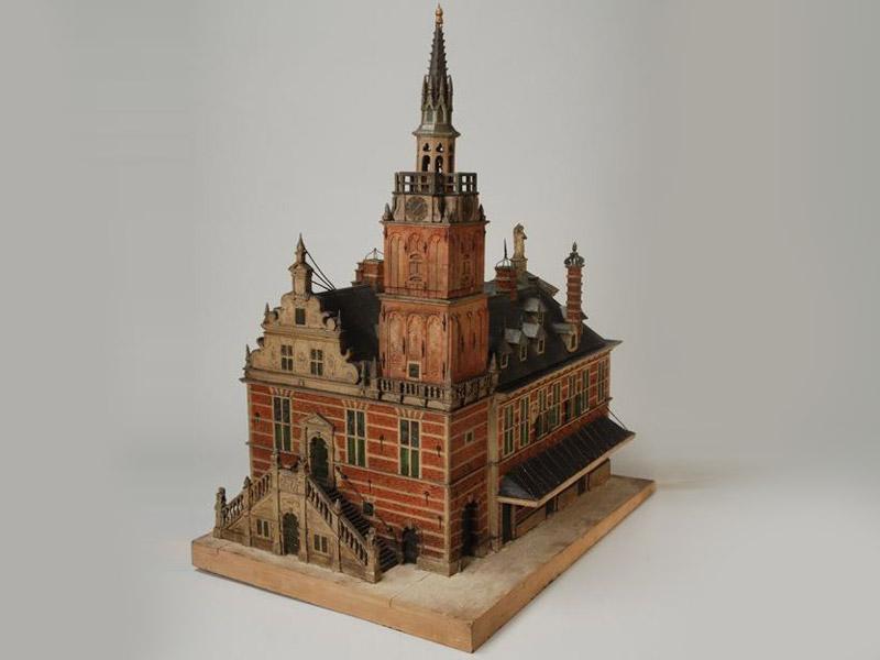 Maquette van het Raaduis (stadhuis) van Rotterdam, aan de Hoogstraat.